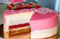 mussovij_klubnichnij_tort