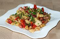 Пикантный картофельный салат со сладким перцем