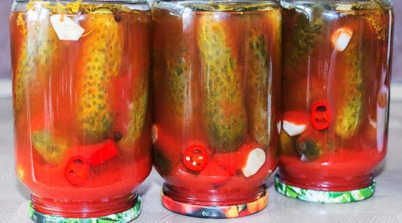 Пряные огурцы в томатном соке
