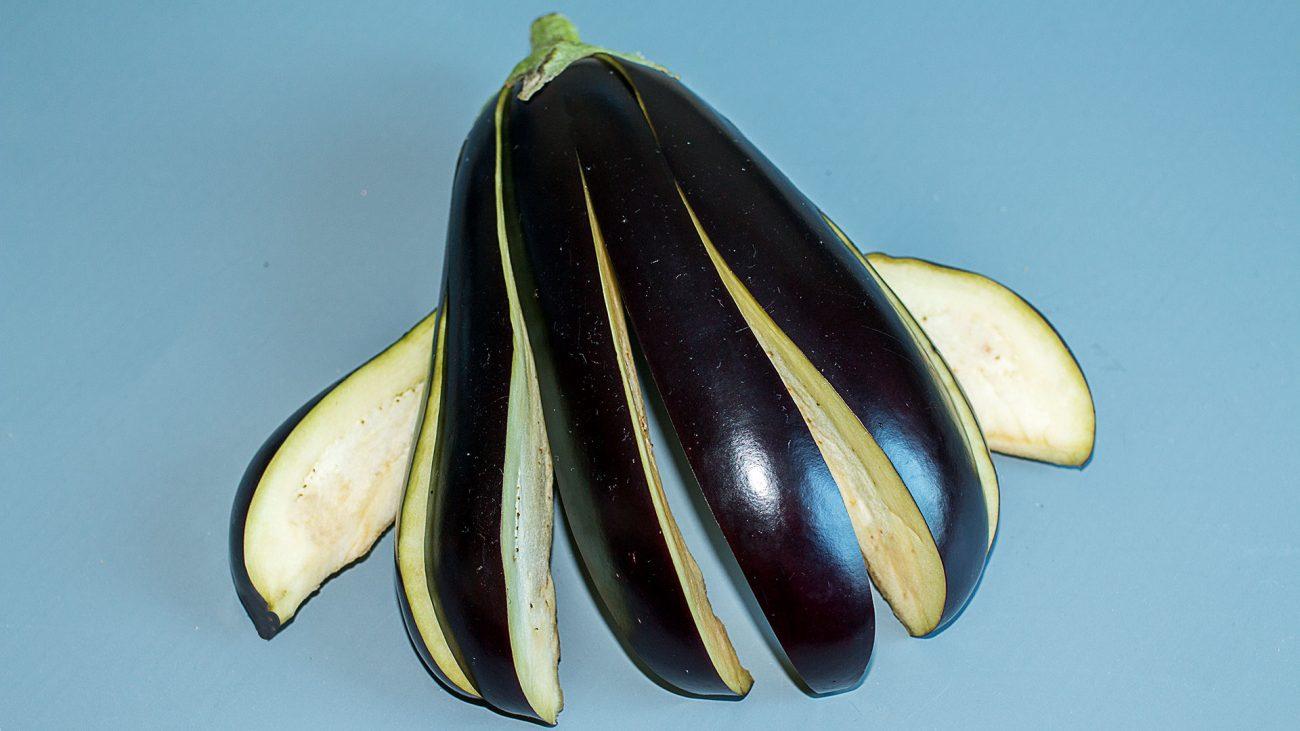 Баклажан, фаршированный наоборот в томатном соусе
