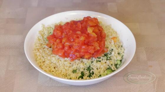 Выложите все продукты в салатницу рецепт с фото